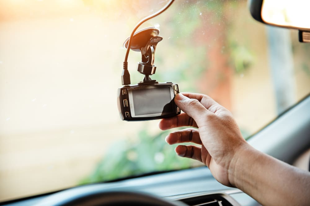 Ensure a smooth & secure car drive with the 5 best dash cams of 2021