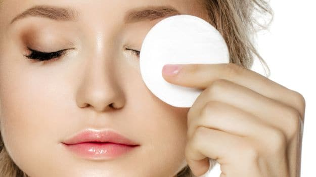 8 best moisturizers for oily skin to combat summers in MENA